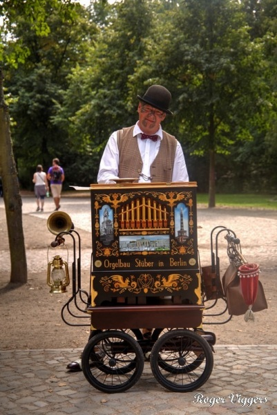 Barrel organ, Berlin-Tiergarten
