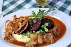 Grilled black pudding with apples, onions and mash